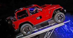 2018-Jeep-Wrangler-at-Los-Angeles-Auto-Show-Inset.jpg